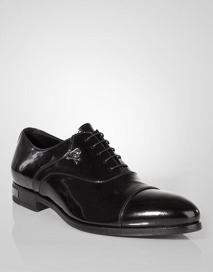 "lace-up shoe ""classy"""