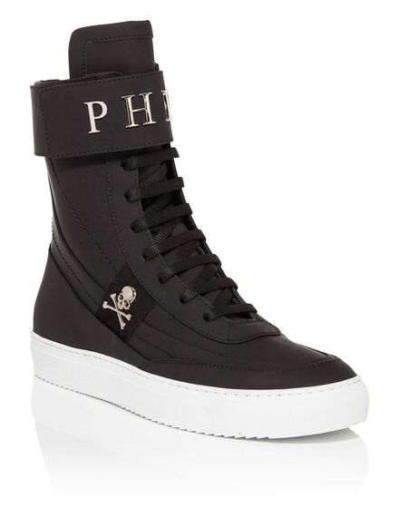 Hi-Top Sneakers pie