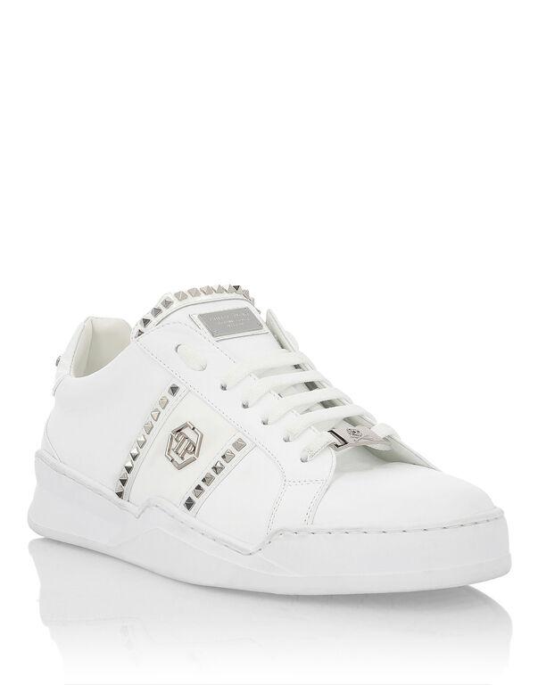 Lo-Top Sneakers Studs