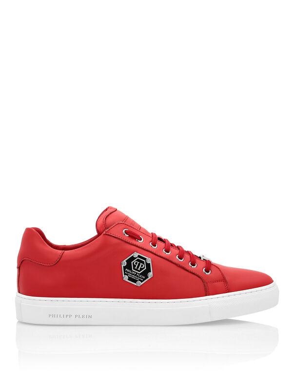 https://www.pleinoutlet.com/nl/lo-top-sneakers/P18S-MSC2542-PLE075N_13.html?cgid=men#cgid=men&pmin=1%2C00&prefn1=allowedCountries&prefv1=NL%7CALL&prefn2=hasPicture&prefv2=true&prefn3=isBlocked&prefv3=false&start=4