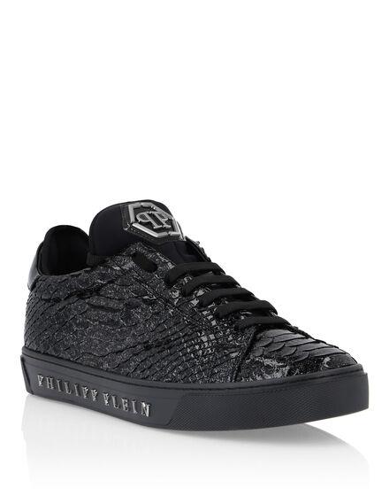 Lo-Top Sneakers bonus