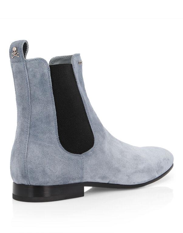Boots Low Flat Statement
